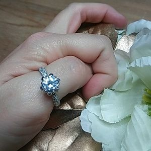 .925 Stunning Solitaire